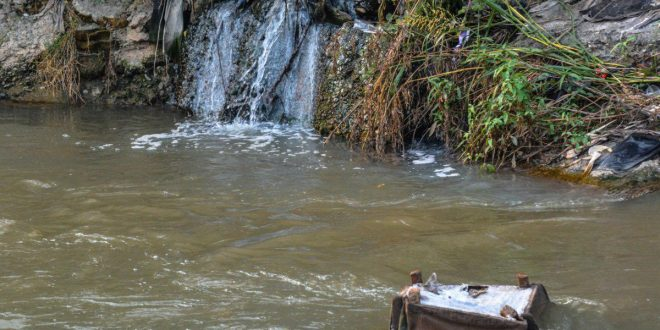 رودخانهای از فاضلاب که وارد دریای خزر میشود