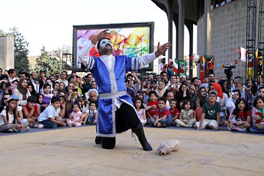 فراخوان هشتمین جشنواره تئاتر خیابانی شهروند لاهیجان