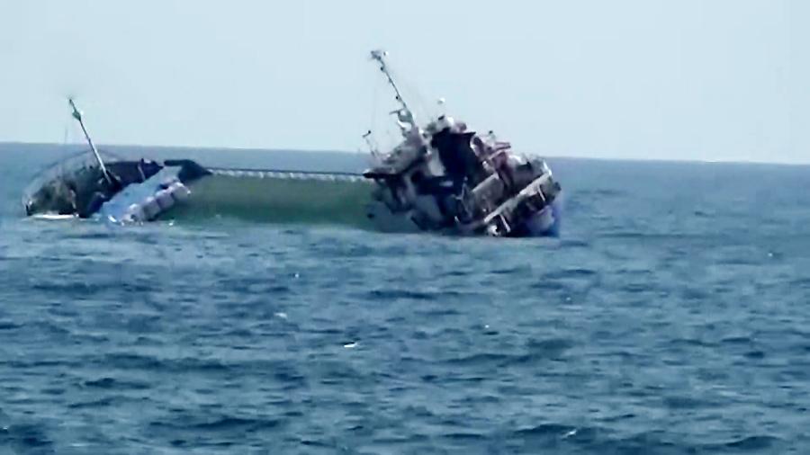 تمام خدمه کشتی غرقشده در دریای خزر نجات یافتند