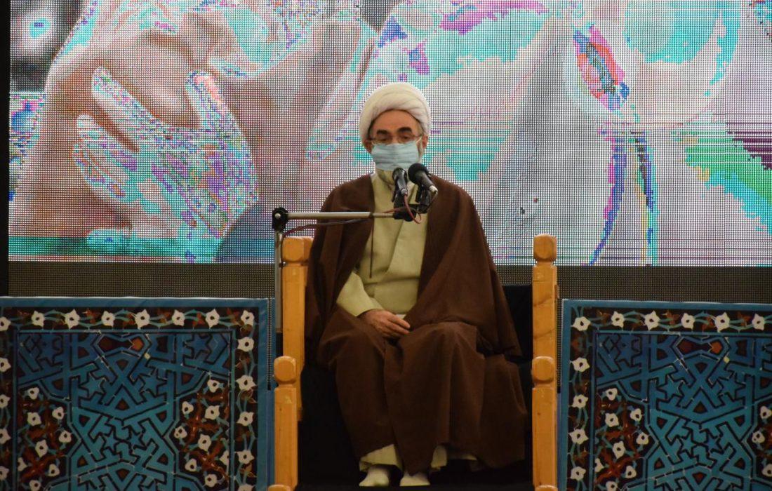 آیت الله مصباح با جهاد فکری با شبهات و انحرافات مبارزه کرد