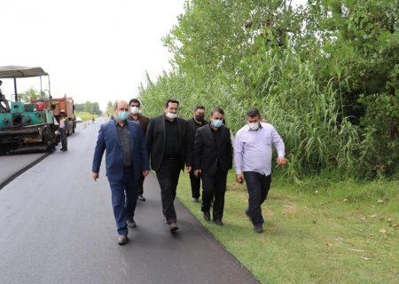بازدید فرماندار رشت از اجرای پروژههای آسفالت جاده بخش سنگر و خشکبیجار