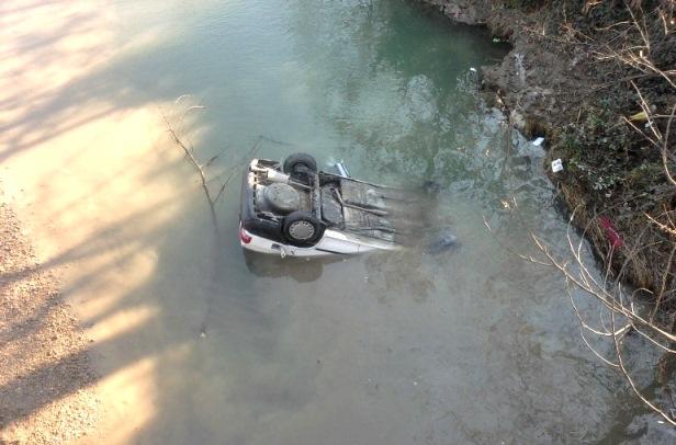 فوت زن و مرد گیلانی در پی سقوط خودرو به رودخانه پیربازار رشت